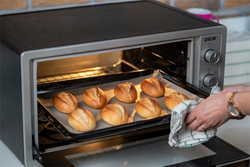 Sıcak, katkısız, doğal ekmeğiniz hazır.